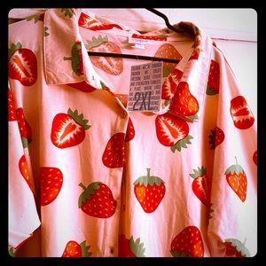 NWT LuLaRoe strawberry 🍓 shirt